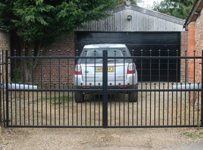 Primary thumb frostwick   metal gate