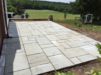 Primary thumb paving