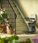 Square thumb outdoor stairlift