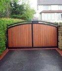 Square thumb driveway gate