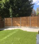 Square thumb fencing   artificial lawn