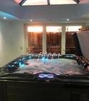 Square thumb hot tub