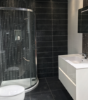 Square thumb shower room w3
