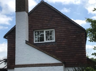 Primary thumb oak tree cottage. 1