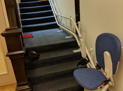 Primary thumb curved stairlift with intermediate landing