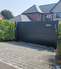Square thumb aluminium sliding gate logo