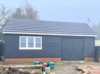 Primary thumb outbuilding
