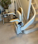 Square thumb curved stairlift