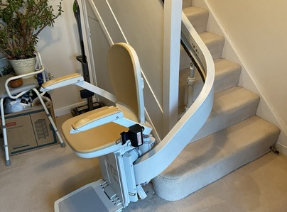 Primary thumb stairlift