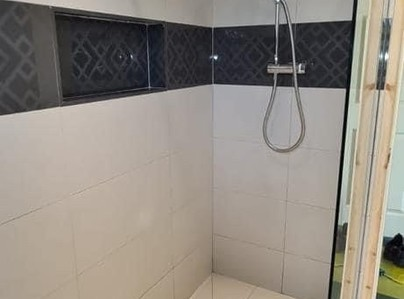 Primary thumb wetroom shower