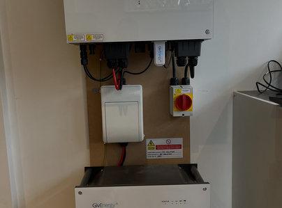 Primary thumb solar battery installation 012