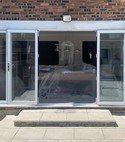 Square thumb bifolds in white